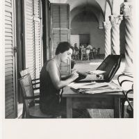 Alison Smithson during the CIAM conference in Dubrovnik, 1956. Photo John Voelcker. Collection Het Nieuwe Instituut, TTEN f6.4